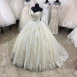 Пышное свадебное платье со шлейфом, Ростов-на-Дону