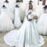 Атласное платье со шлейфом и кружевом, Ростов-на-Дону